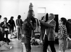 Hugo Claus op de filmset van 'De Leeuw van Vlaanderen' (Koninklijk Belgisch Filmarchief)