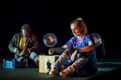 Sara Vertongen en Kris Cuppens in Geel Hesje (foto: Boumedienne Belbachir)