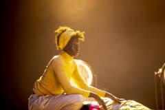 Aïcha Cissé in Geel Hesje (foto: Boumediene Belbachir)